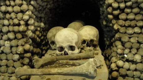 «Η εκκλησία των Οστών»: 40.000 ανθρώπινοι σκελετοί συνθέτουν έναν αλλιώτικο ναό