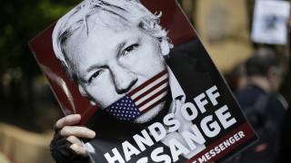 Βρετανία: Επιδεινώνεται η υγεία του Ασάνζ – Τι γνωστοποίησε ο Άι Ουεϊουέι που τον επισκέφτηκε