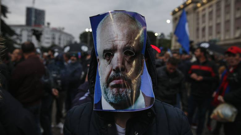 Χάος στην Αλβανία: Συνεχίζεται η κόντρα Ράμα – Μέτα ενόψει της ψηφοφορίας καθαίρεσης του προέδρου