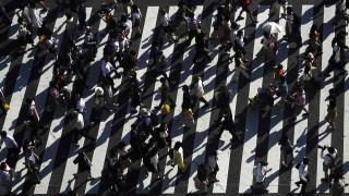Shibuya: H διάβαση που περνούν 2.500 πεζοί σε κάθε φανάρι δεν θα μπορούσε παρά να είναι στο Τόκιο