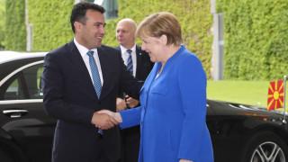 Η Μέρκελ συγχαίρει τον Ζάεφ αλλά δεν ανάβει «πράσινο» φως για την ένταξη της Β. Μακεδονίας στην ΕΕ
