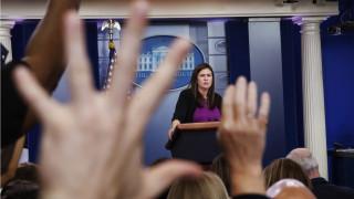 ΗΠΑ: Ο Τραμπ αποχαιρέτησε (και) τη Σάρα Σάντερς
