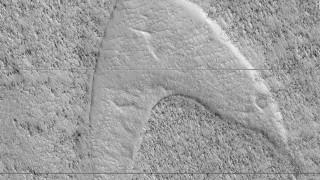 Η NASA βρήκε το σύμβολο του στόλου του «Σταρ Τρεκ» στην «Ελλάδα» του Άρη