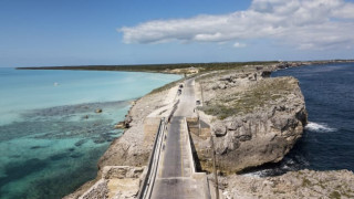 Το πιο «στενό σημείο του πλανήτη»: Τα «μυστικά» του νησιού στις Μπαχάμες με το ελληνικό όνομα