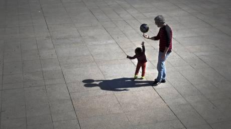 Παγκόσμια Ημέρα Πατέρα: Χρόνια πολλά στον πρώτο «ήρωα» της ζωής μας