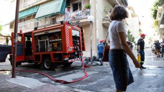 Φωτιά σε διαμέρισμα στη Δάφνη – Απεγκλωβίστηκαν δύο ενήλικες και ένα παιδί