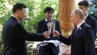 Ο Βλαντιμίρ Πούτιν έκανε δώρο στον Σι Τζινπίνγκ για τα 66α γενέθλιά του... παγωτά