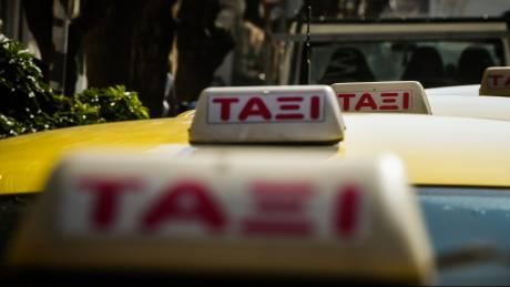 Θεσσαλονίκη: Βρήκε στο ταξί του πορτοφόλι με 5.200 ευρώ και το παρέδωσε στην πελάτισσα που το ξέχασε