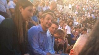Ο Κυριάκος Μητσοτάκης στη συναυλία των «Jethro Tull» στο Ηρώδειο
