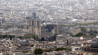 Παναγία των Παρισίων: Με κράνη η πρώτη λειτουργία μετά την καταστροφική φωτιά