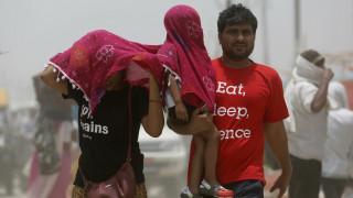 Καύσωνας πλήττει την Ινδία: Δεκάδες νεκροί μέσα σε 24 ώρες (pics)