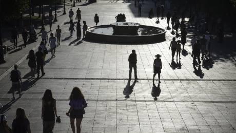 Δημογραφική «βόμβα» στην Ελλάδα: 100 εργαζόμενοι θα συντηρούν 169 μη απασχολούμενους το 2060