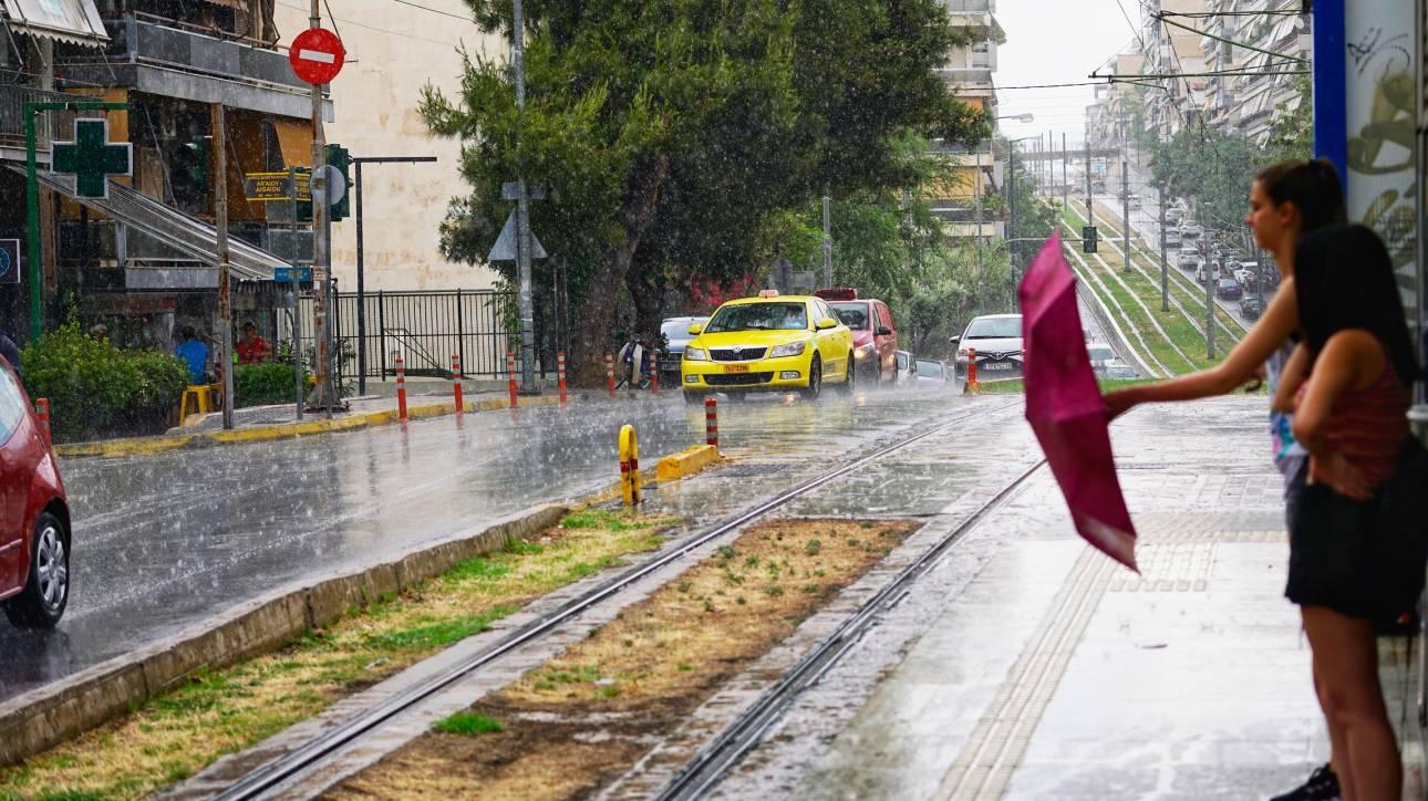 Καιρός: Καταιγίδες θα «σαρώσουν» αύριο τη χώρα