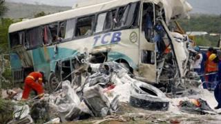 Άρπαξε το τιμόνι από τον οδηγό και προκάλεσε φρικτή καραμπόλα: 12 νεκροί και 43 τραυματίες