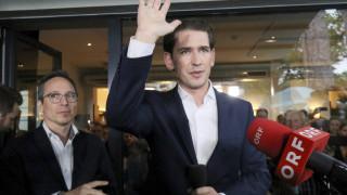 Αυστρία: Σάλος με τη δέηση και τις προεκλογικές ευλογίες για τον Σεμπάστιαν Κουρτς