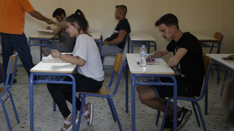 Χωρίς θρήσκευμα τα μαθητικά απολυτήρια με απόφαση Γαβρόγλου