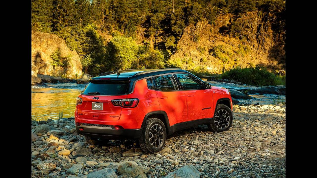 https://cdn.cnngreece.gr/media/news/2019/06/18/181124/photos/snapshot/JEEP-COMPASS-17.jpg