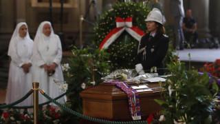 Χιλιάδες κόσμου για το «τελευταίο αντίο» στον Φράνκο Τζεφιρέλι (pics&vid)