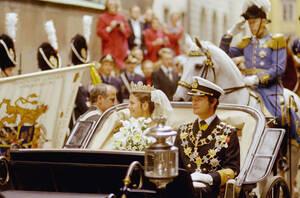 1976, Στοκχόλμη.  Ο βασιλιάς Κάρολος Γουστάβος της Σουηδίας και η σύζυγός του, τέως Σίλβια Σόμερλαθ, μετά το γάμο τους.