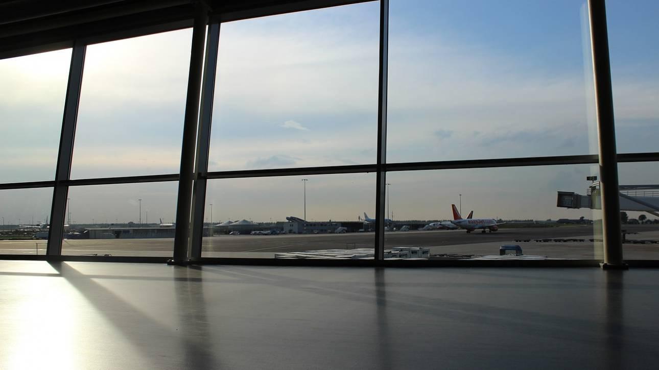 Χανιά: Αεροπλάνο συγκρούστηκε με αυτοκίνητο στο αεροδρόμιο