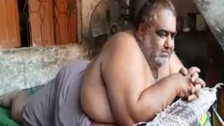 Πακιστάν: Ζυγίζει 330 κιλά και χρειάστηκε στρατιωτικό ελικόπτερο για να μεταφερθεί στο νοσοκομείο