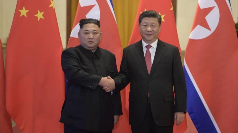 Στη Βόρεια Κορέα ο Σι Τζινπίνγκ - Πρώτη επίσκεψη κινέζου προέδρου από το 2005