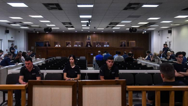 Δίκη Χρυσής Αυγής: Εκνευρισμός της προέδρου για τους απόντες κατηγορούμενους
