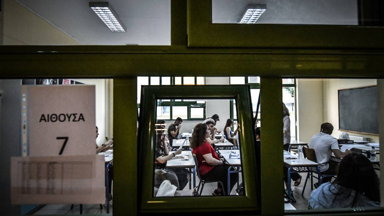 Τεράστια ταλαιπωρία και αναμονή για τους μαθητές στις εξετάσεις στο Βαρβάκειο