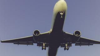 Τρόμος σε πτήση από Ηράκλειο προς Ρόδο μετά από έκρηξη στον κινητήρα του αεροσκάφους