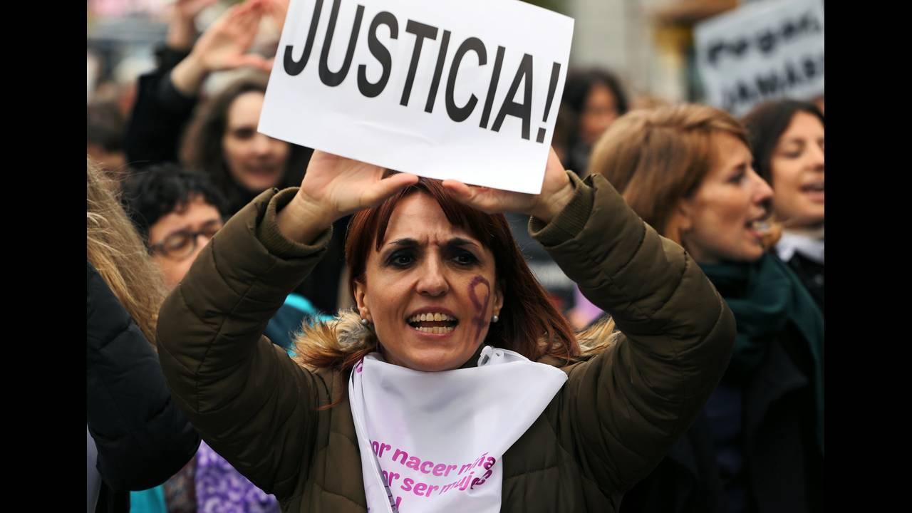 https://cdn.cnngreece.gr/media/news/2019/06/21/181607/photos/snapshot/2018-11-25T120716Z_499857385_RC1BFC29C1D0_RTRMADP_3_SPAIN-PROTEST-WOMEN.JPG