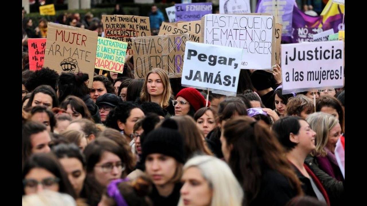 https://cdn.cnngreece.gr/media/news/2019/06/21/181607/photos/snapshot/2018-11-25T132731Z_1032150993_RC17D81E02C0_RTRMADP_3_SPAIN-PROTEST-WOMEN.jpg