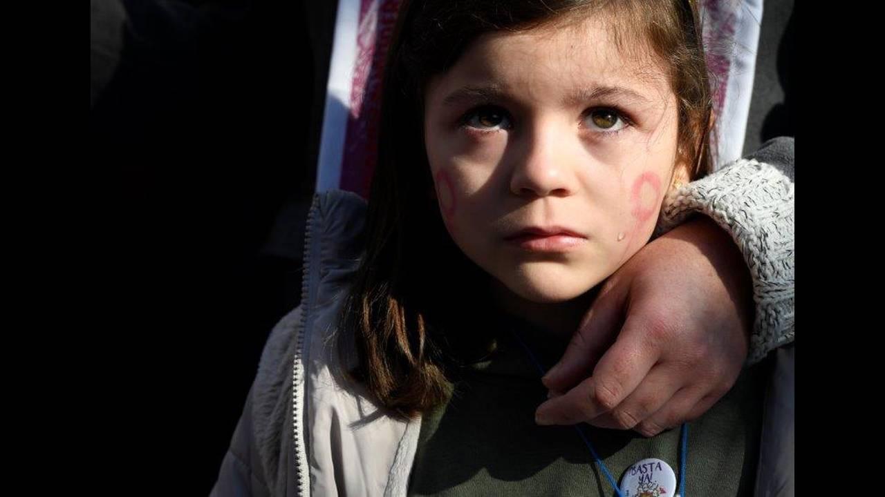 https://cdn.cnngreece.gr/media/news/2019/06/21/181607/photos/snapshot/2018-11-25T142311Z_961149398_RC1B1103B680_RTRMADP_3_SPAIN-PROTEST-WOMEN.jpg