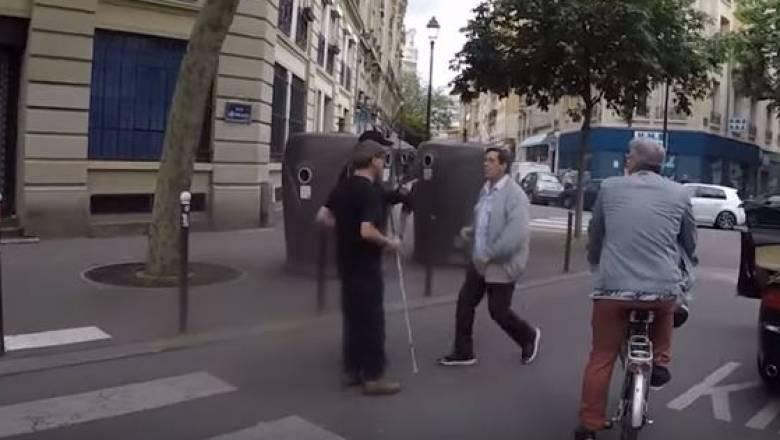 Γαλλία: Οδηγός δεν έδωσε προτεραιότητα σε τυφλό πεζό και ξυλοκόπησε τη συνοδό του