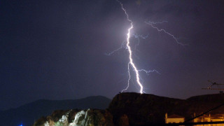 Τι προκαλεί τις έντονες καλοκαιρινές καταιγίδες; Ένας ειδικός αποκαλύπτει