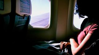Την… ξέχασαν: Γυναίκα ξύπνησε μέσα σε σκοτεινό και κλειδωμένο αεροπλάνο!