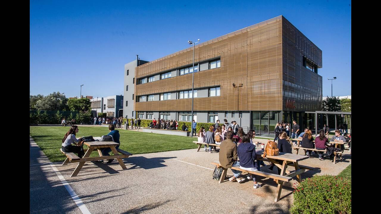 https://cdn.cnngreece.gr/media/news/2019/06/24/181892/photos/snapshot/Campus.jpg