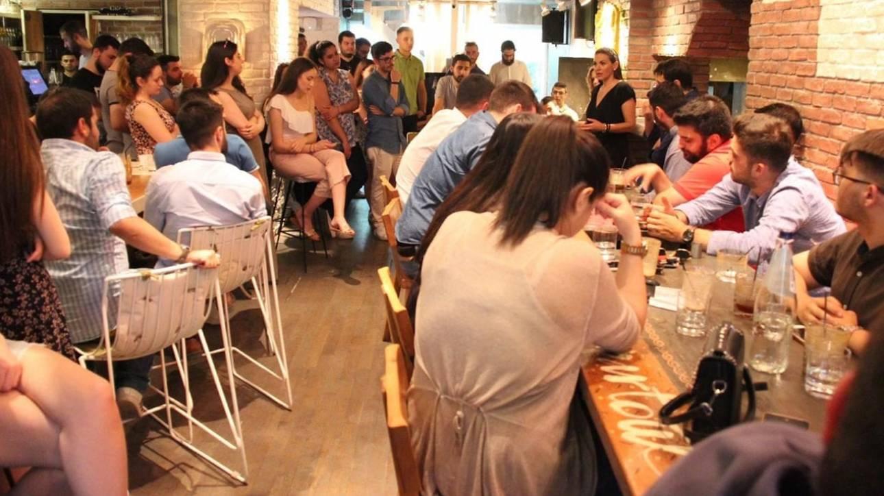 Θέσεις εργασίας, ελληνοτουρκικά και άσυλο στον καφέ της Όλγας Κεφαλογιάννη με τους νέους