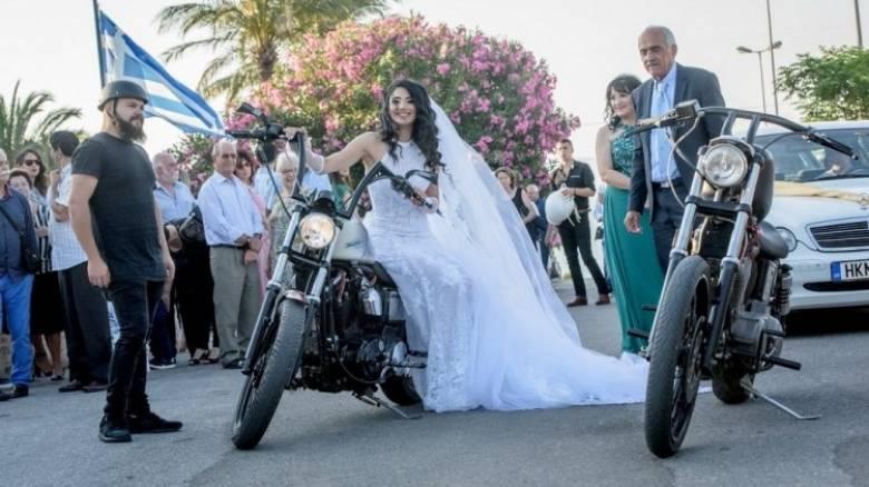 Κρήτη: H νύφη πήγε στην εκκλησία με... Harley
