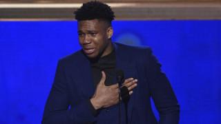 Γιάννης Αντετοκούνμπο: «Ευχαριστώ την Ελλάδα» - Ο συγκινητικός λόγος όταν πήρε το βραβείο του MVP
