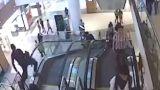 Ανατριχιαστικό δυστύχημα: 12χρονος παρασύρθηκε από κυλιόμενη σκάλα και έπεσε από ύψος 15 μέτρων