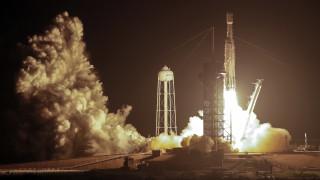 Εκτοξεύθηκε για τρίτη φορά ο μεγάλος πύραυλος Falcon Heavy της SpaceX