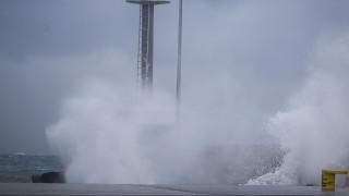 Καιρός: Μάς πήρε και μάς... σήκωσε - Θυελλώδεις άνεμοι ακόμα και 132 χιλιομέτρων