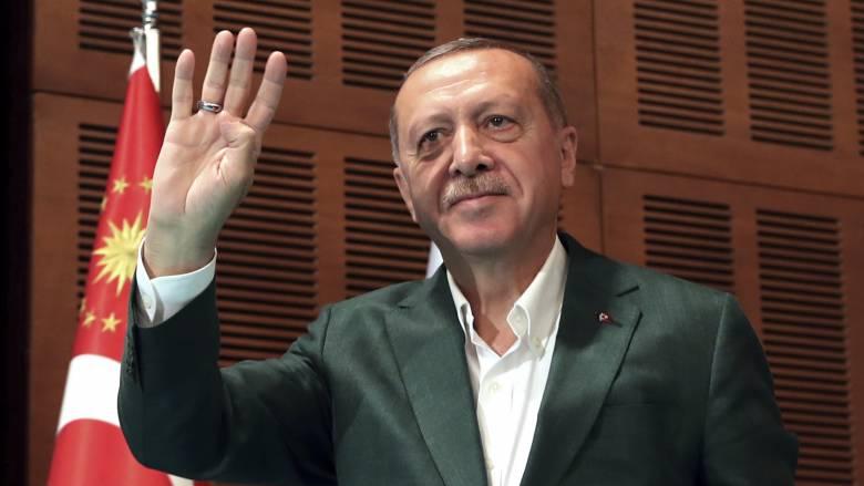Ο Ερντογάν σφυρίζει… κλέφτικα: Καμία ένδειξη κυρώσεων από Τραμπ για τους S-400