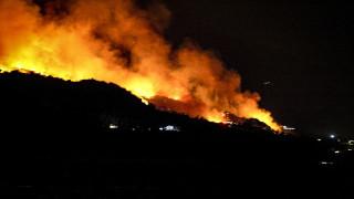 Φωτιά στην Εύβοια: Εκκενώθηκαν σπίτια στην Κάρυστο