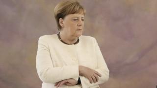 Η Άνγκελα Μέρκελ τρέμει ξανά - Νέα ανησυχία για την υγεία της καγκελαρίου (pics vid)