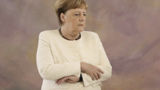 Έντονη ανησυχία για τη Μέρκελ μετά και το νέο τρέμουλο: Γιατί απορρίπτουν την αφυδάτωση