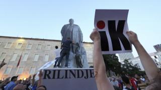 Αλβανία: Η αντιπολίτευση κατηγορεί τον Ράμα ότι μοιράζει όπλα και χρήματα ενόψει των εκλογών