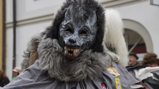 Φρίκη στη Γερμανία: Βίασε 11χρονη φορώντας μάσκα λύκου