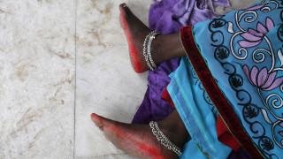 Ινδία: Ξυλοκόπησαν και ξύρισαν τα κεφάλια μητέρας και κόρης επειδή αντιστάθηκαν σε βιαστές