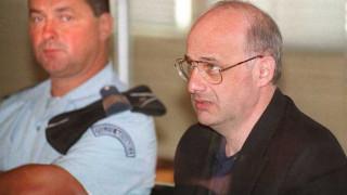 Ελεύθερος ο «γιατρός» που σκότωσε την οικογένειά του όταν αποκαλύφθηκε το σκοτεινό του μυστικό